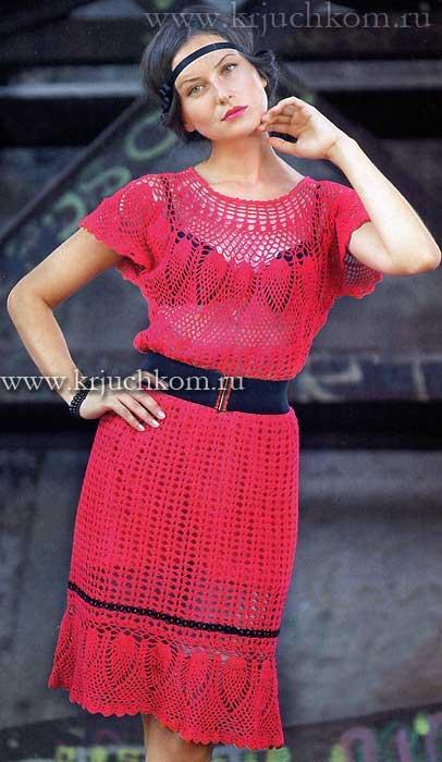 Красное вязаное платье.