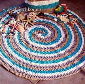 Вязаный коврик по спирали