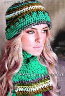 Цветная вязаная шапка и шарф крючком