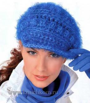 Синяя вязаная шапка крючком